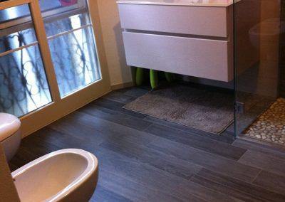 Bagno Moderno Con Pavimento Effetto Legno.Effetto Legno Un Bagno Moderno Idea Casa