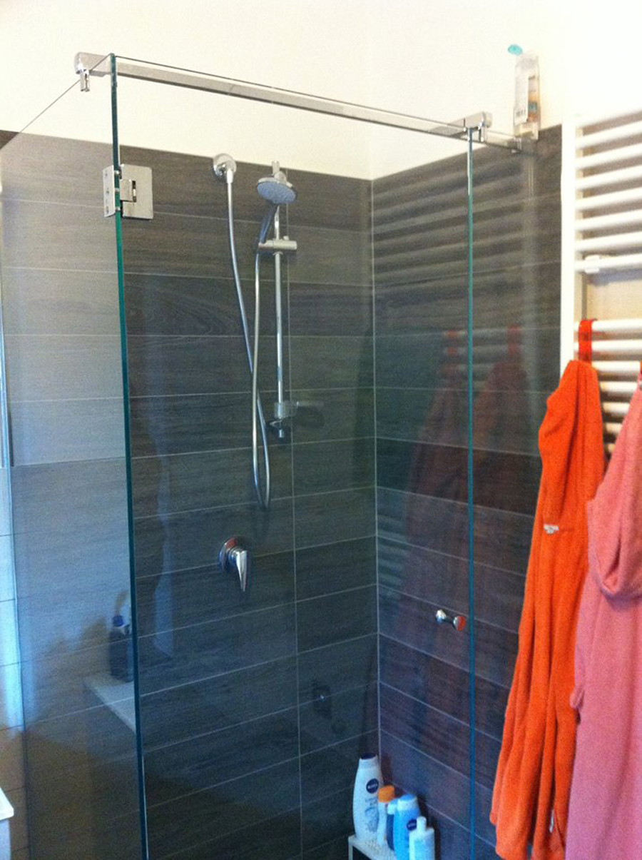 Effetto legno un bagno moderno idea casa - Rivestimento bagno effetto legno ...