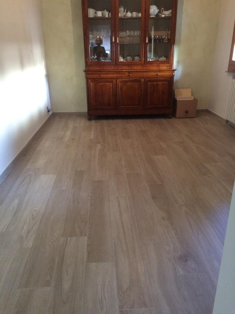 Pavimento effetto legno - Idea Casa